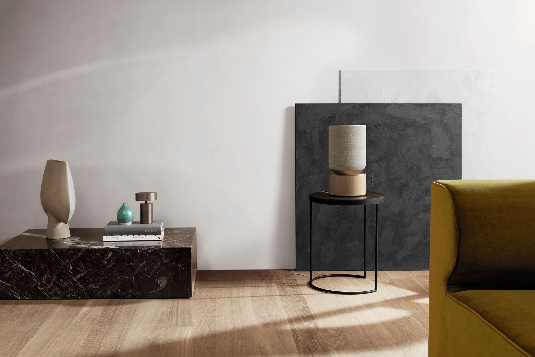 Beosound Balance auf einem Möbel